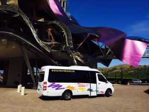 Kiri ta 'minibuses f'siti 16 mingħajr sewwieq Madrid