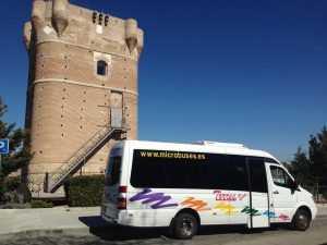 Kowċ tal-mini bus għall-partit tal-ġuvni f'Madrid