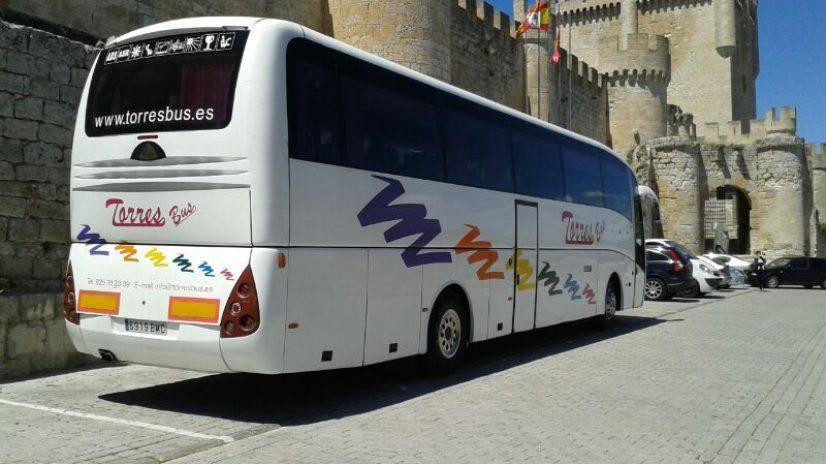 Sewa bas untuk perjalanan