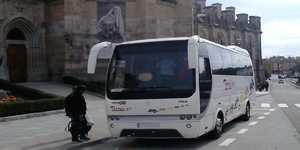 Orang Microbus 35 dengan pemandu
