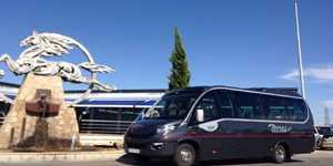 Tempat duduk Microbus VIP 25 dengan pemandu