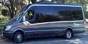 Tempat duduk Microbus VIP 16 dengan pemandu