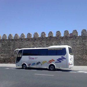 35 बस मैड्रिड पर्यटक को किराए पर देती है