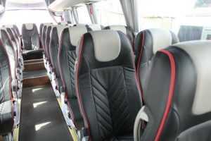 Minibus-Verleih mit bequemen Sitzen für lange Reise