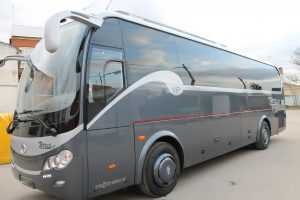 Busse Madrid Minibusse in Madrid mit Gurten