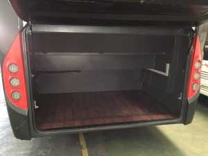 minibus con ampio bagagliaio