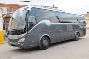 Minibus mit Sitzplätzen breit komfortabel groß Madrid
