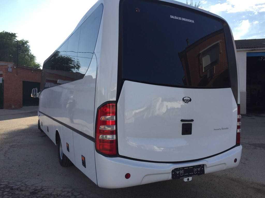 minibus mercedes benz 30 seats Belakang Kiri