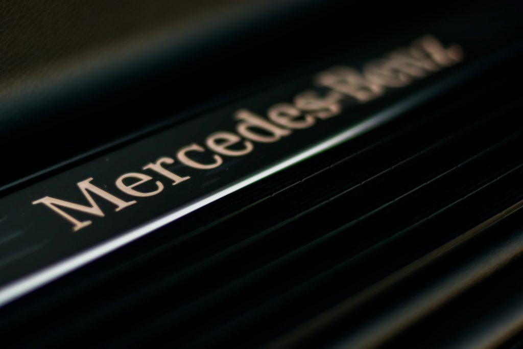 Mercedes Benz Ben 7 închiriere cu șapte locuri